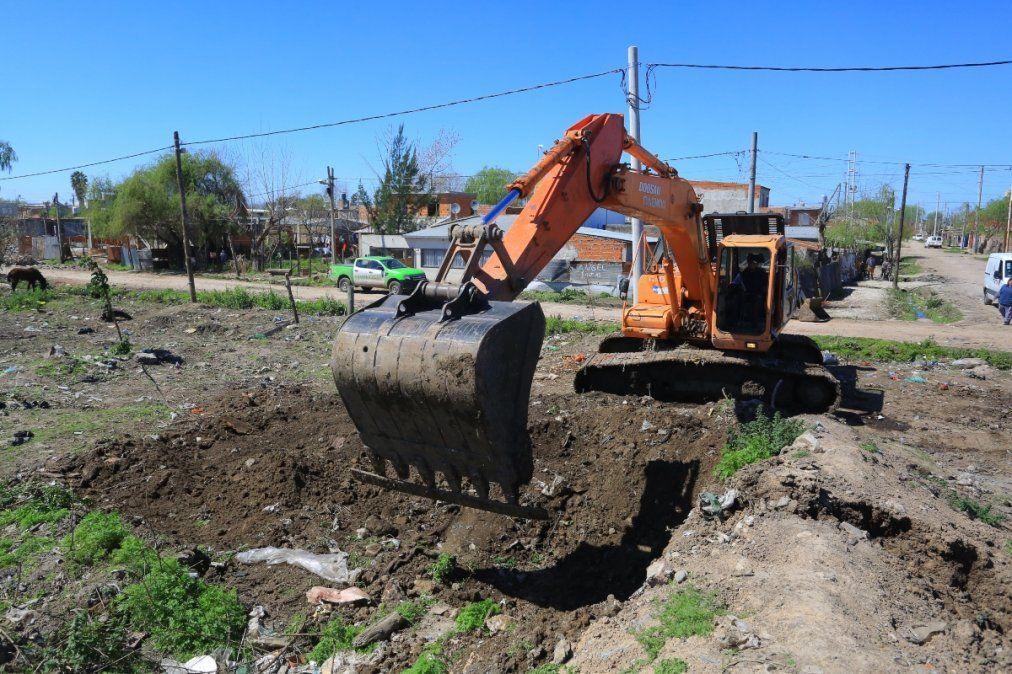 El Municipio de Esteban Echeverría trabaja junto con ACUMAR para la limpieza del arroyo Ortega.