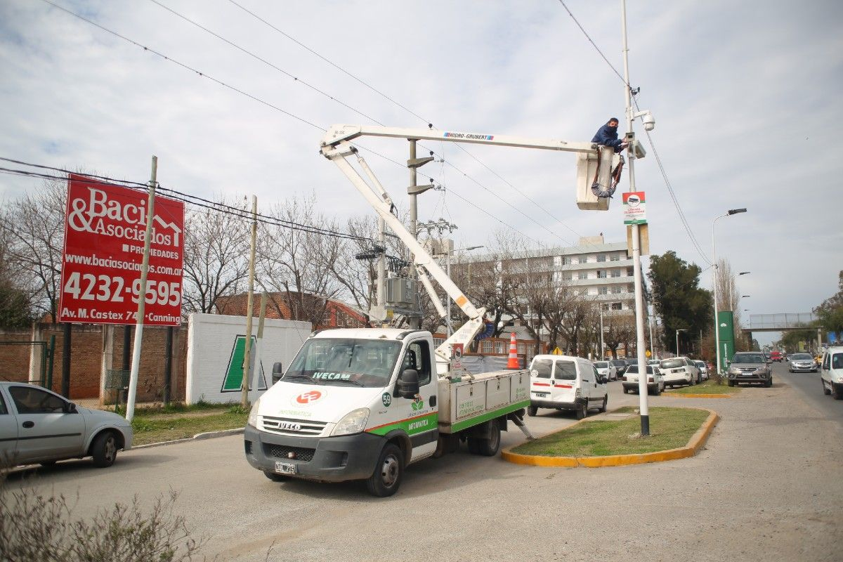 esteban echeverria: el municipio ya coloco 600 camaras de seguridad