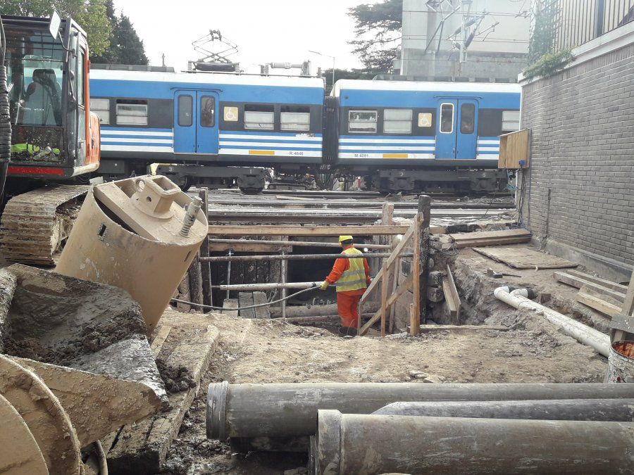Nuevo paso bajo nivel de Banfield: avanza la construcción de día y de noche