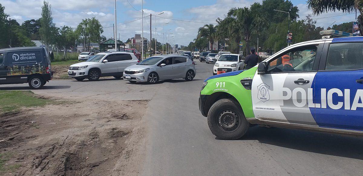 La Policía Bonaerense de Esteban Echeverría desvió a los vehículos hacia la zona de El Jagüel.