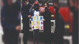 esteban echeverria: tiago supero la leucemia y fue recibido por los bomberos