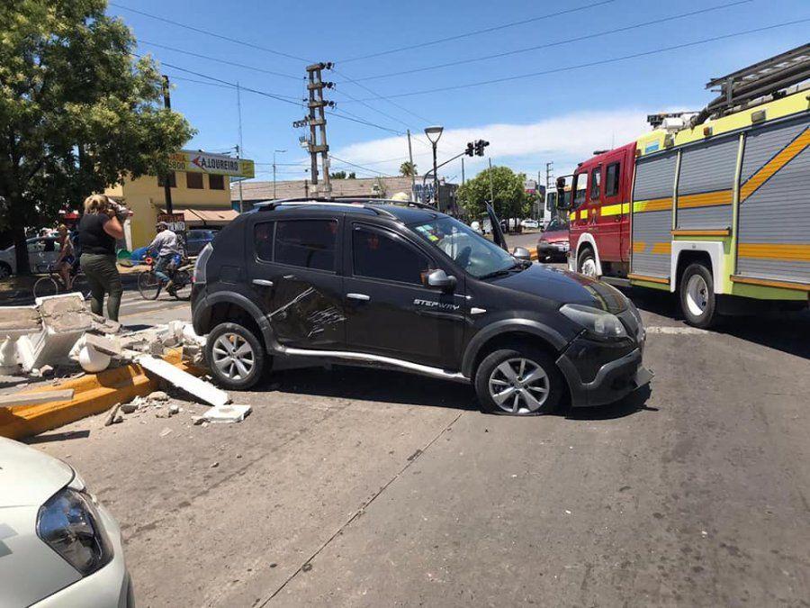 Fuerte choque en Brown dejó dos personas heridas