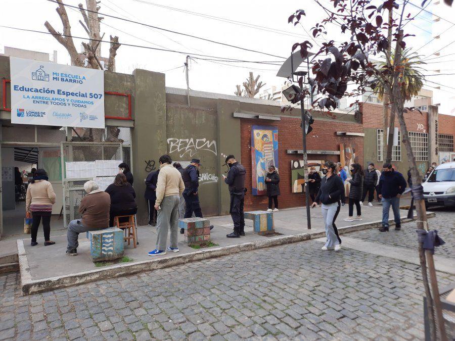 Votación en Lomas de Zamora: importantes demoras y aglomeraciones en las escuelas
