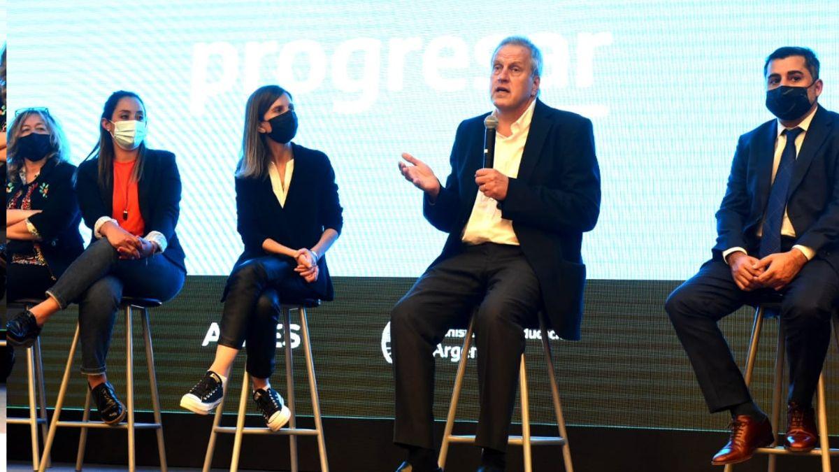 universidad de lomas: anuncian creacion de espacios progresar y un plus por conectividad