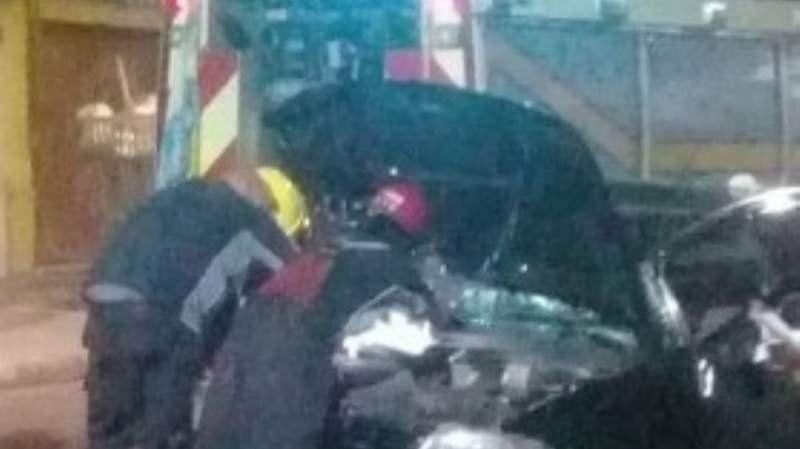 Fuerte choque entre dos vehículos que terminaron destrozados