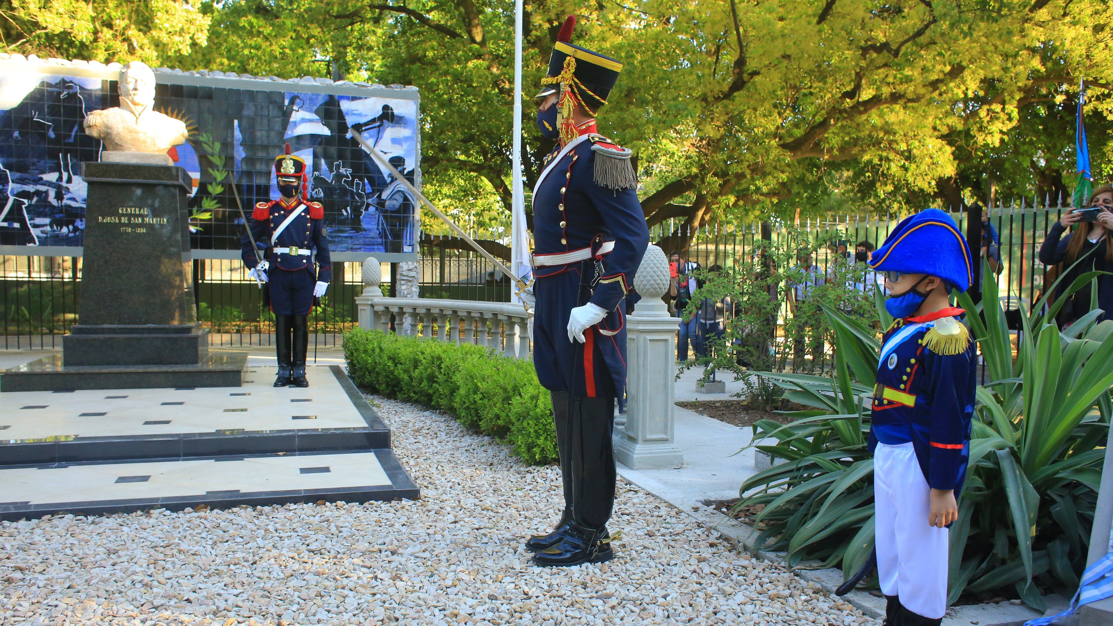 Fernando Gray inauguró las obras en la plaza San Martín de Monte Grande
