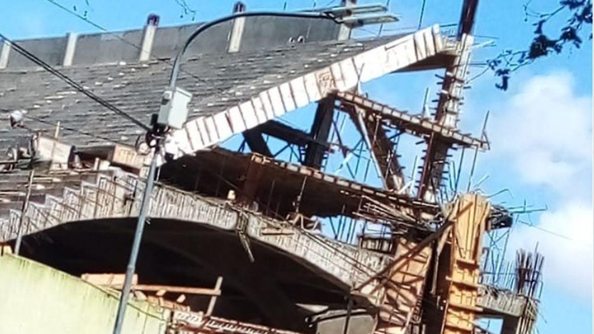 La tribuna derrumbada de Ferro es parte de un proyecto de ampliación del estadio.