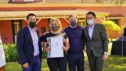 esteban echeverria: fernando gray y el ministro leonardo nardini entregaron escrituras a 425 familias