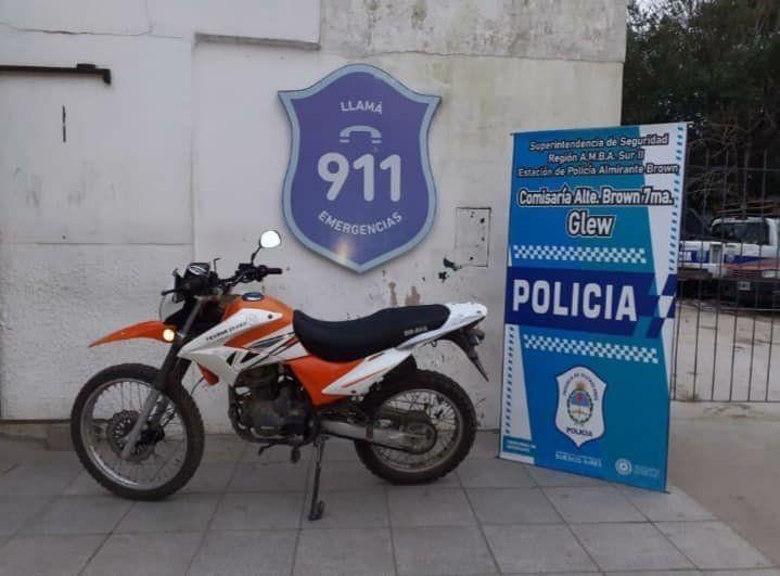 Detuvieron a dos motochorros armados en Glew