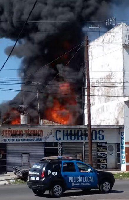 Feroz incendio en Villa Centenario.