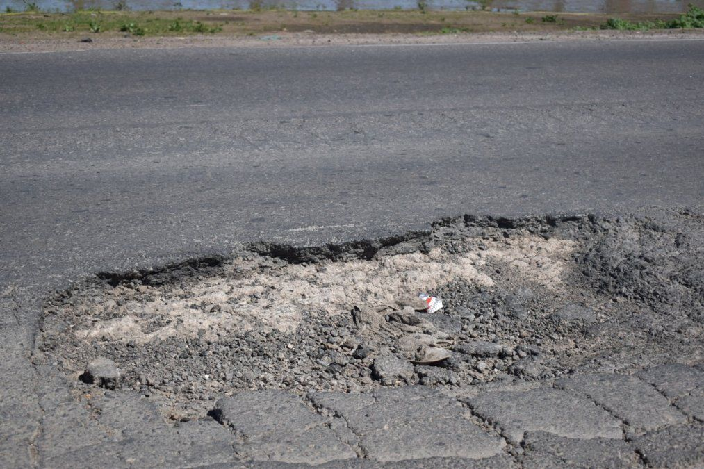 Peligro por un mega pozo en la ruta 58 entre Canning y San Vicente