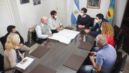 firmaron convenios para iniciar obras electricas en alejandro korn