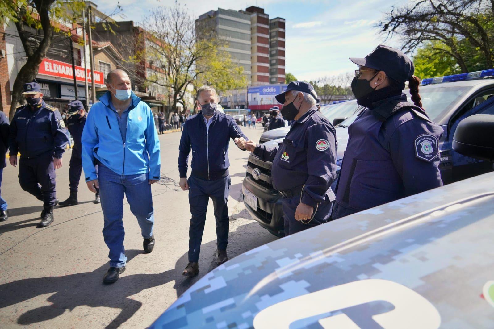 gray y berni presentaron 20 moviles para la guardia urbana de esteban echeverria