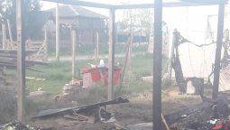 alejandro korn: un supuesto dueno del terreno les incendio la casa donde vivian y perdieron todo