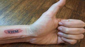 Vecina de Monte Grande se hizo un tatuaje por Víctor Hugo Morales y el conductor se emocionó al aire