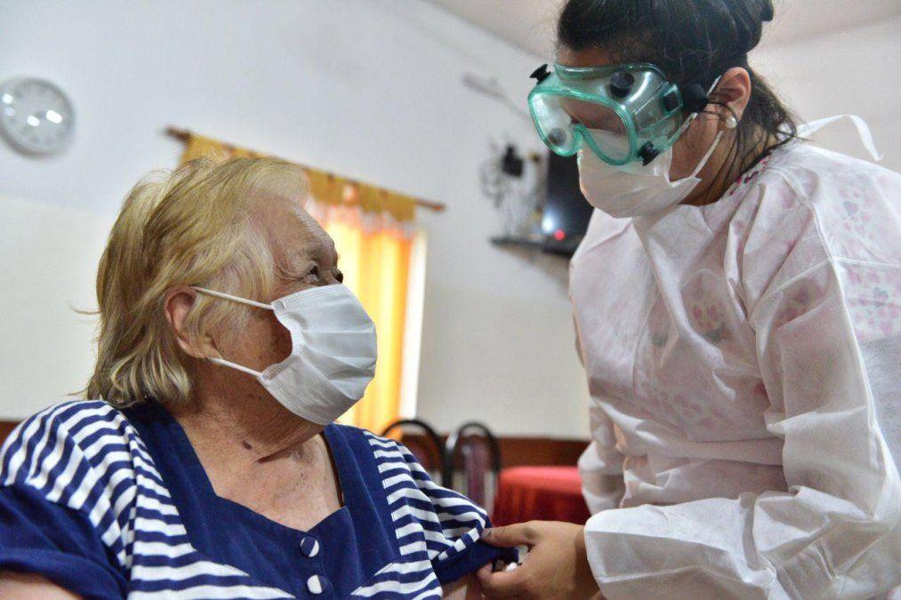 Lanús: menos de la mitad de los geriátricos recibieron vacunas contra el coronavirus