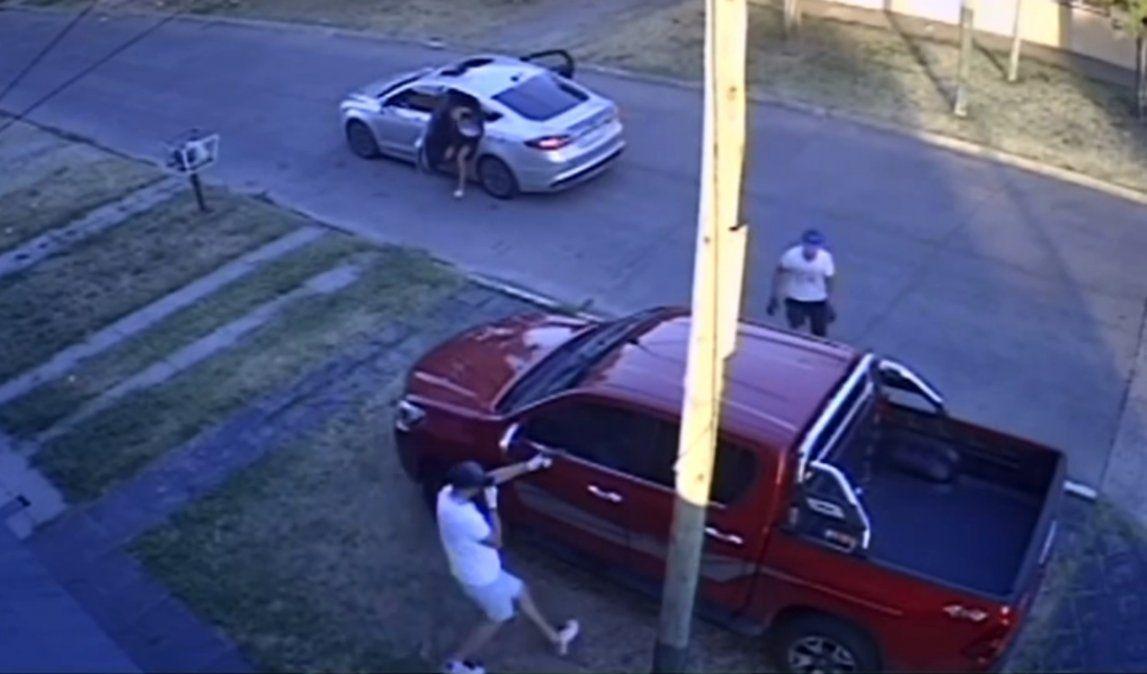 Violento robo piraña en Villa Centenario: así atacaron a un vecino para sacarle la camioneta