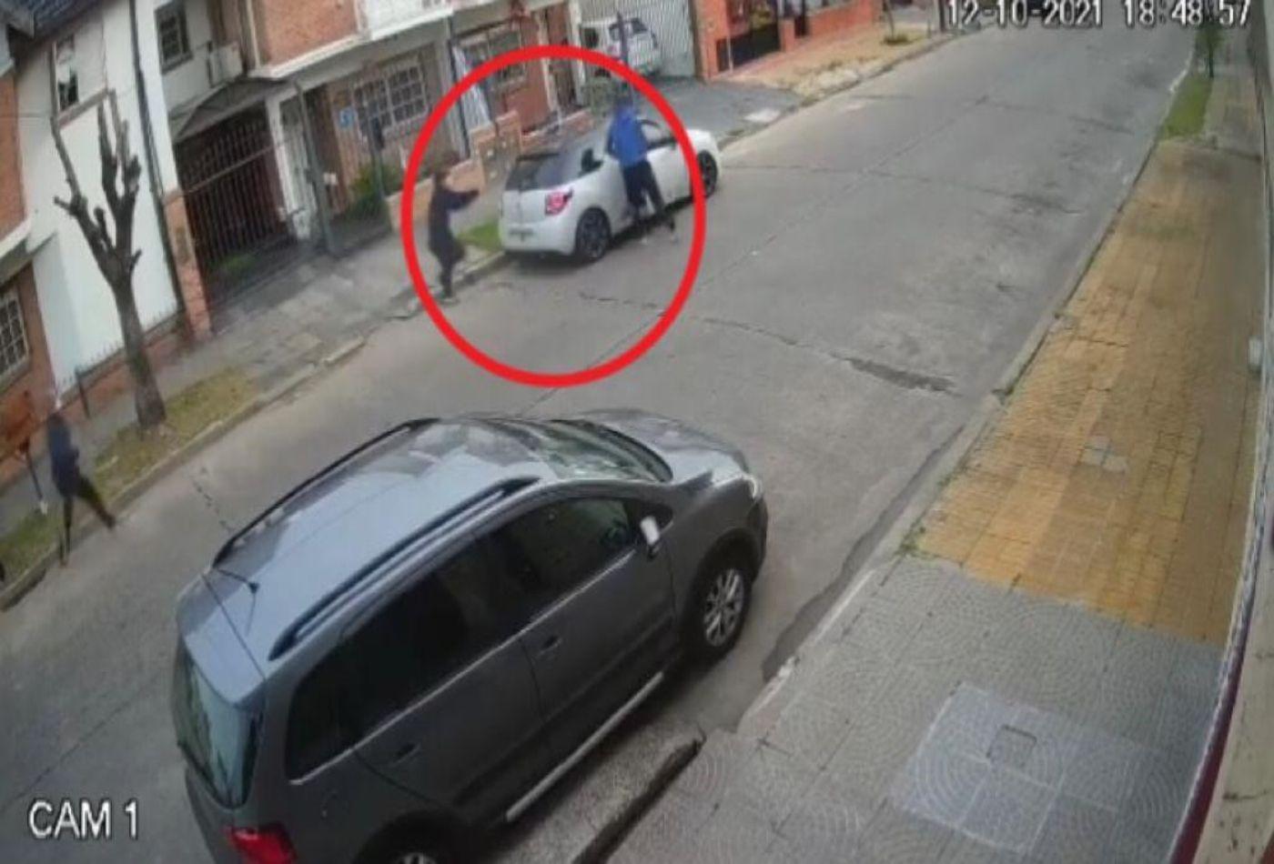 brutal crimen en lanus: asi fue el choque de la victima y la huida de los delincuentes