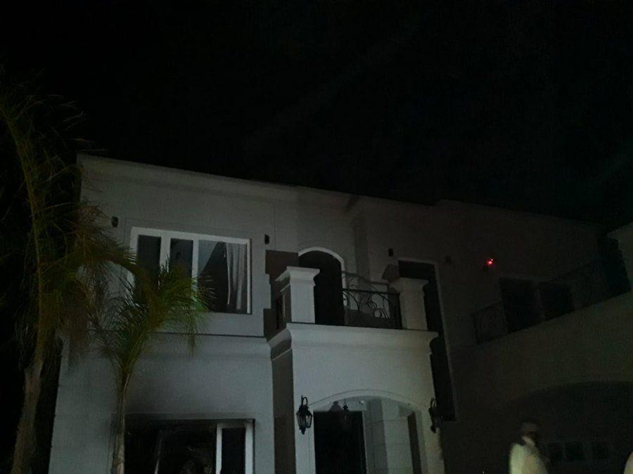 Alerta por un peligroso incendio en una casa de un country de Canning