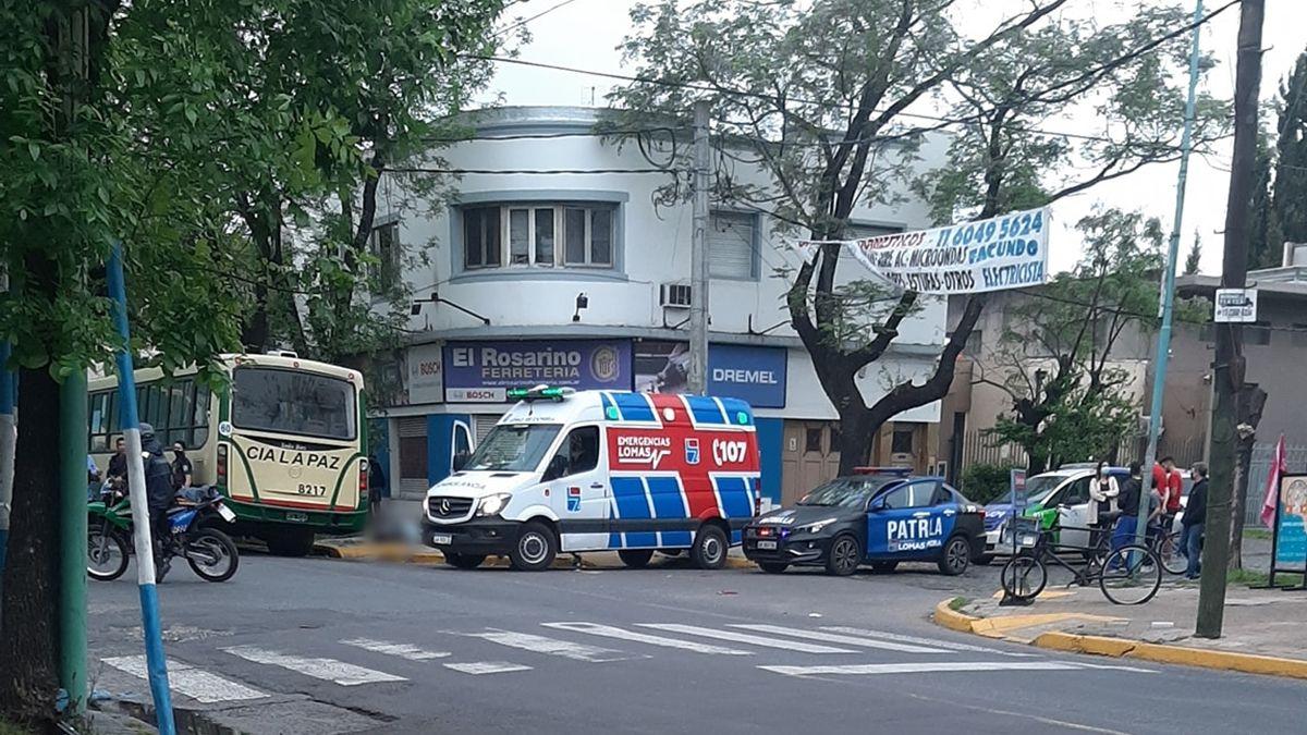 Accidente fatal entre un colectivo y un auto en el límite de Lomas y Lanús
