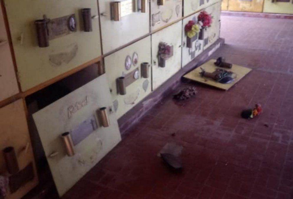 Imagen de unos de los robos anteriores que sufrió el cementerio de Lanús.