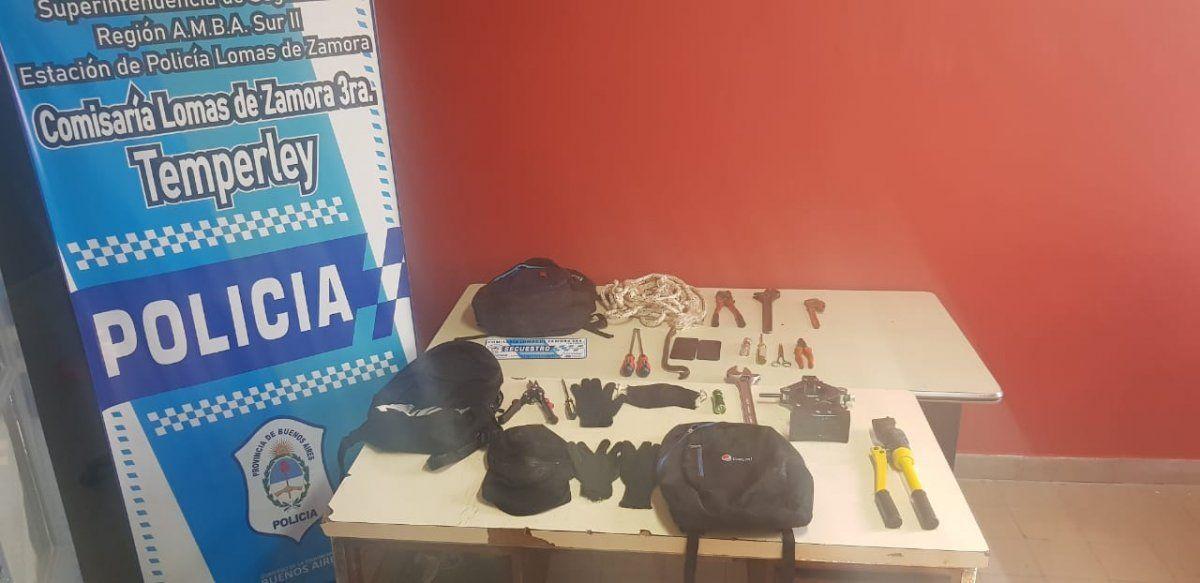 Cayó una banda que hacía entraderas en Lomas: una policía los quiso sacar con una coima