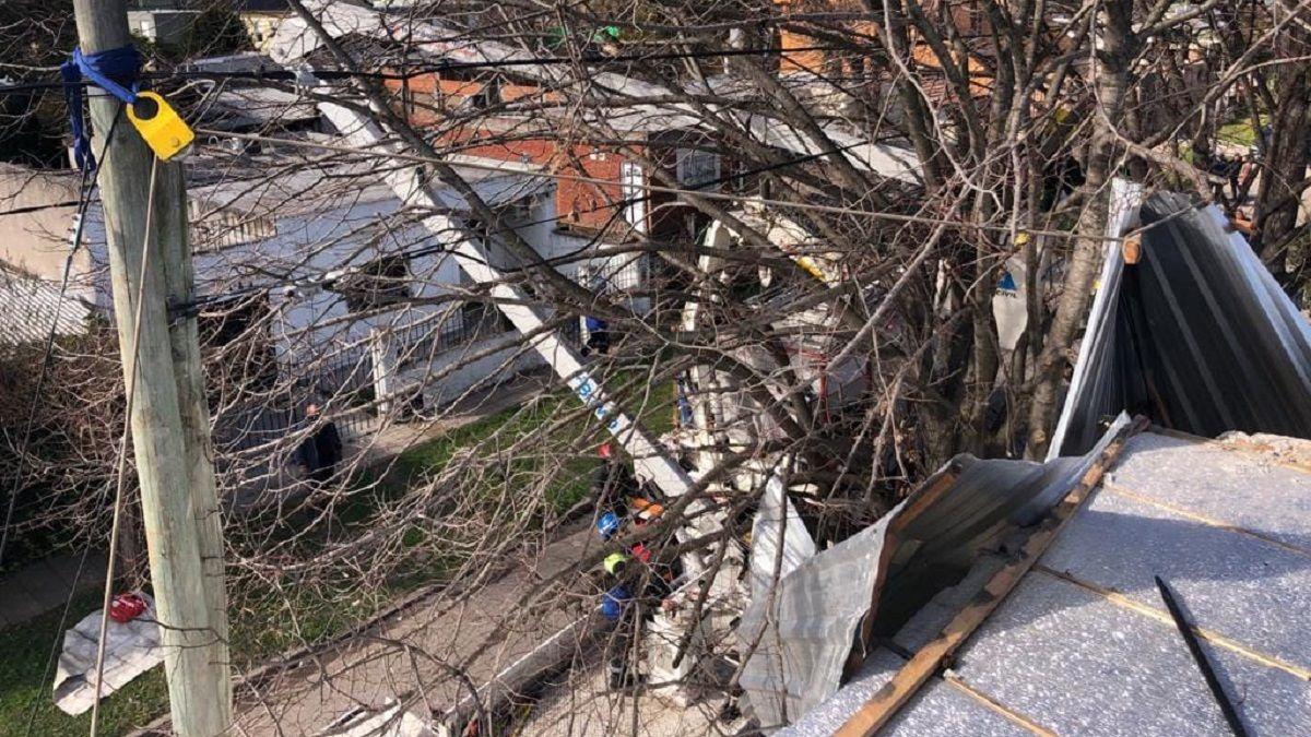 Brown: cayó desde el techo de su casa cuando se volaron las chapas