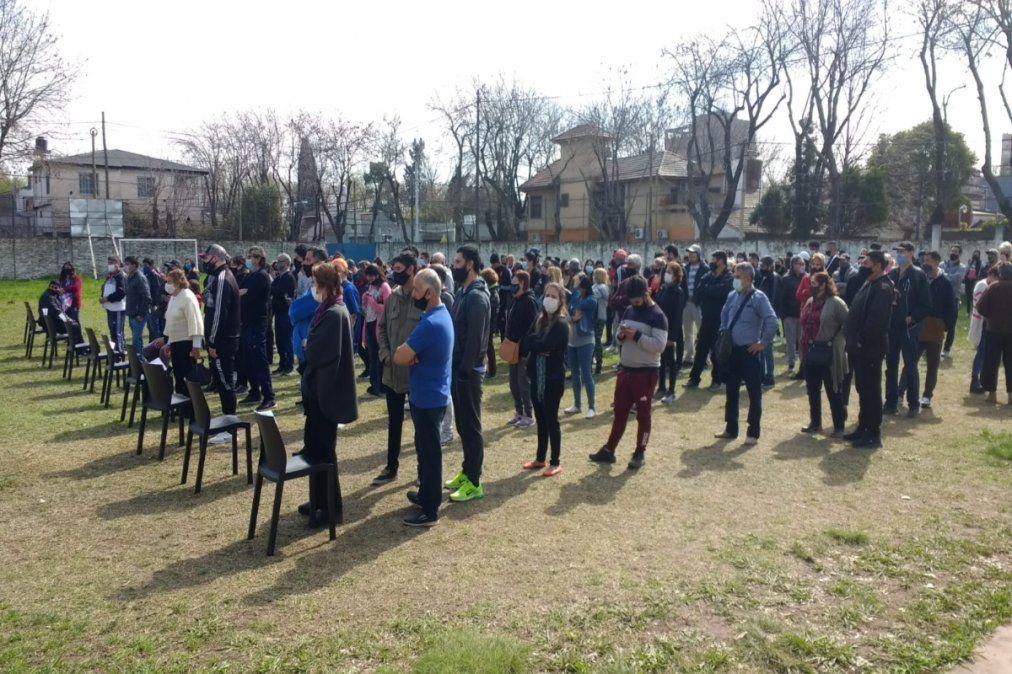 PASO en Esteban Echeverría con filas en las veredas de las escuelas por protocolo sanitario