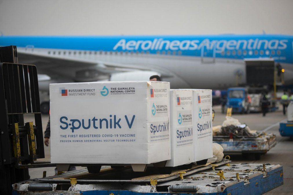 Sputnik V: entre el temor de que se caiga el contrato y el optimismo de que lleguen insumos