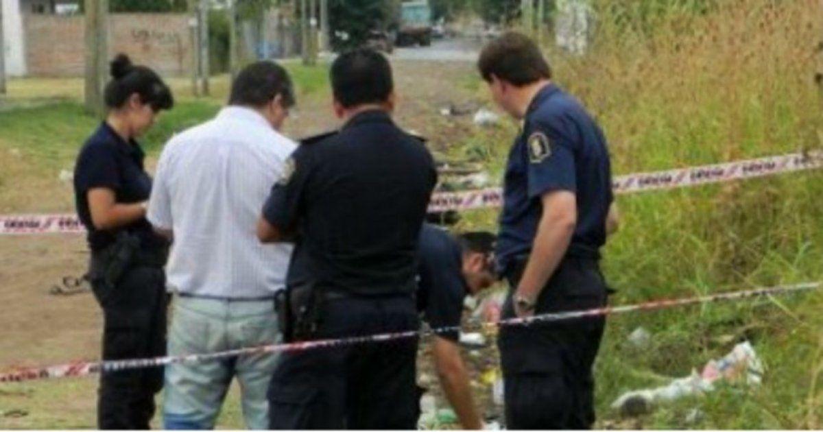Encuentran un bebé sin vida dentro de una bolsa en Luis Guillón
