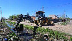 esteban echeverria: el municipio y acumar avanzan en la limpieza del arroyo ortega