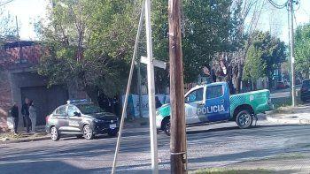 Horror en Lanús: hallaron a una joven colgada de un poste de luz
