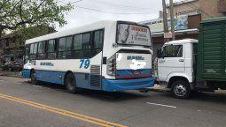 fuerte choque entre un colectivo y dos camiones en burzaco: hubo heridos