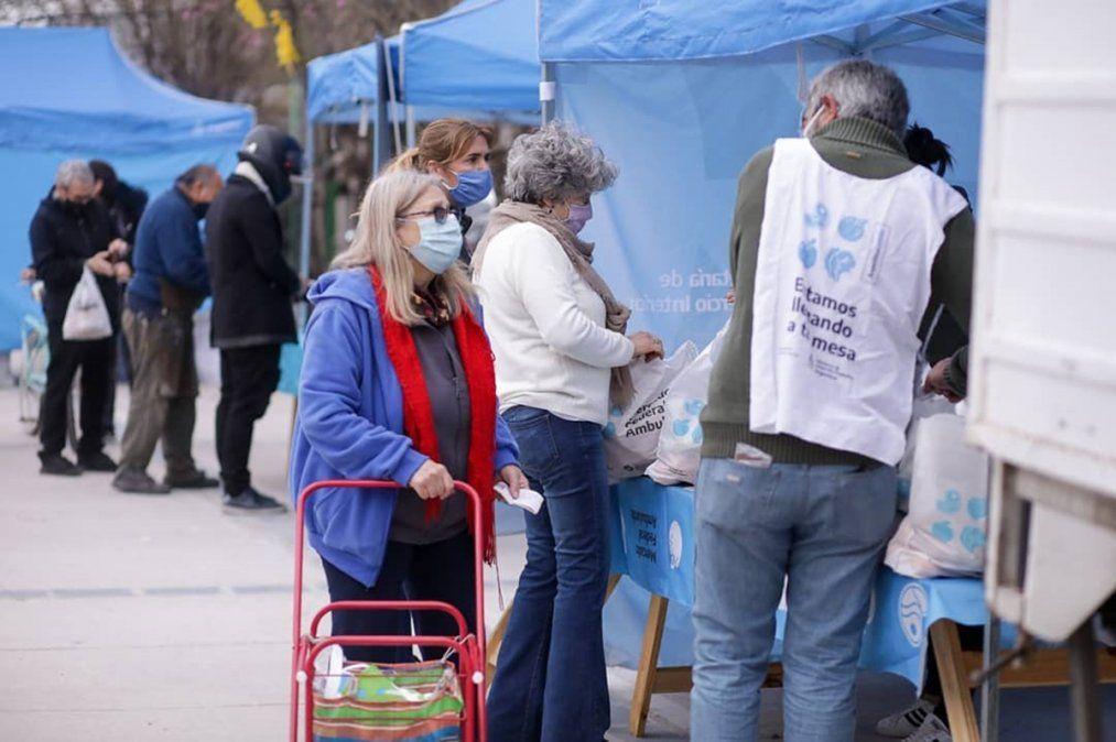 Operativo en Lomas de Zamora: DNI, atención a mascotas y alimentos a precios económicos