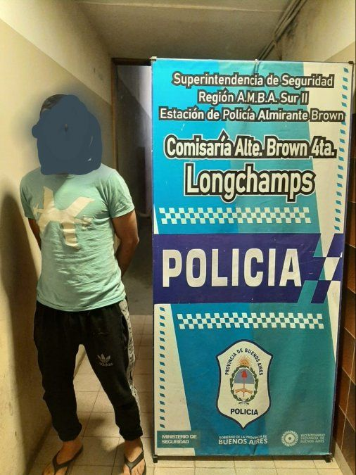 Se hacía pasar por policía y robaba en supermercados de Brown