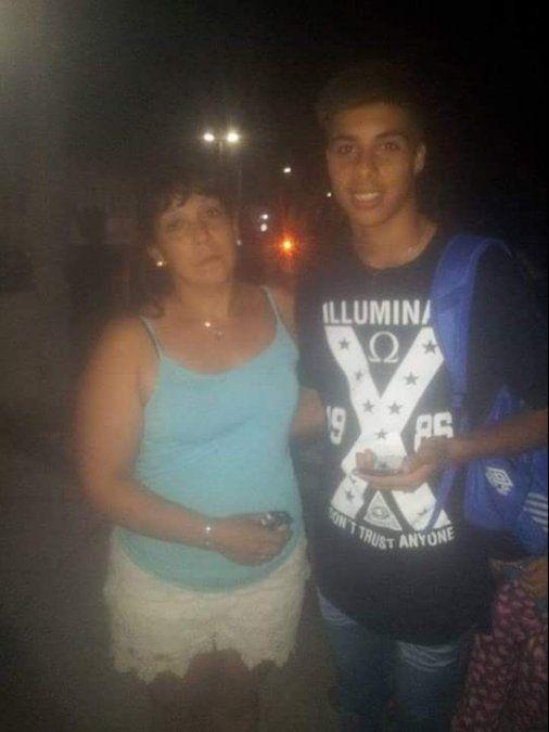 Suelta de globos y pedido de justicia por el joven ahogado en Alejandro Korn