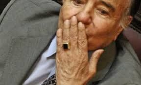 Robaron un anillo de oro que pertenecía a Carlos Menem