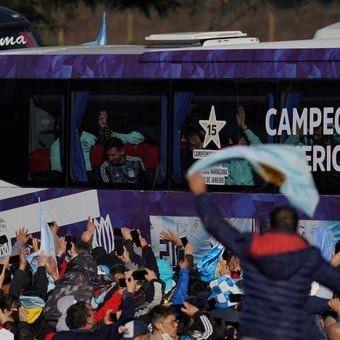 Enorme recibimiento a la Selección Argentina en Ezeiza