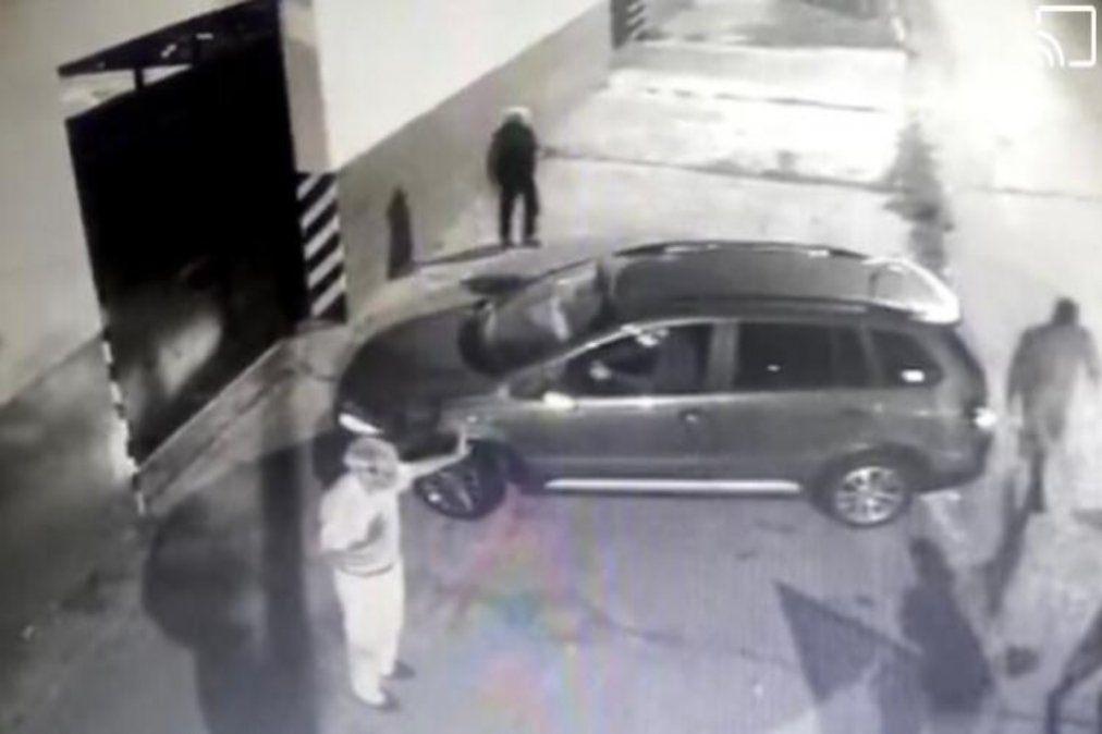 Video: Violento asalto a pareja de jubilados en Lanús