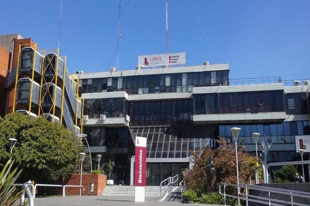 Allanaron el Municipio de Lanús por una causa con una empresa constructora