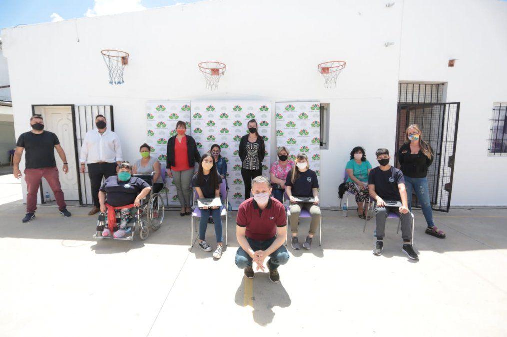 Llegaron a 1.000 netbooks entregadas en Esteban Echeverría