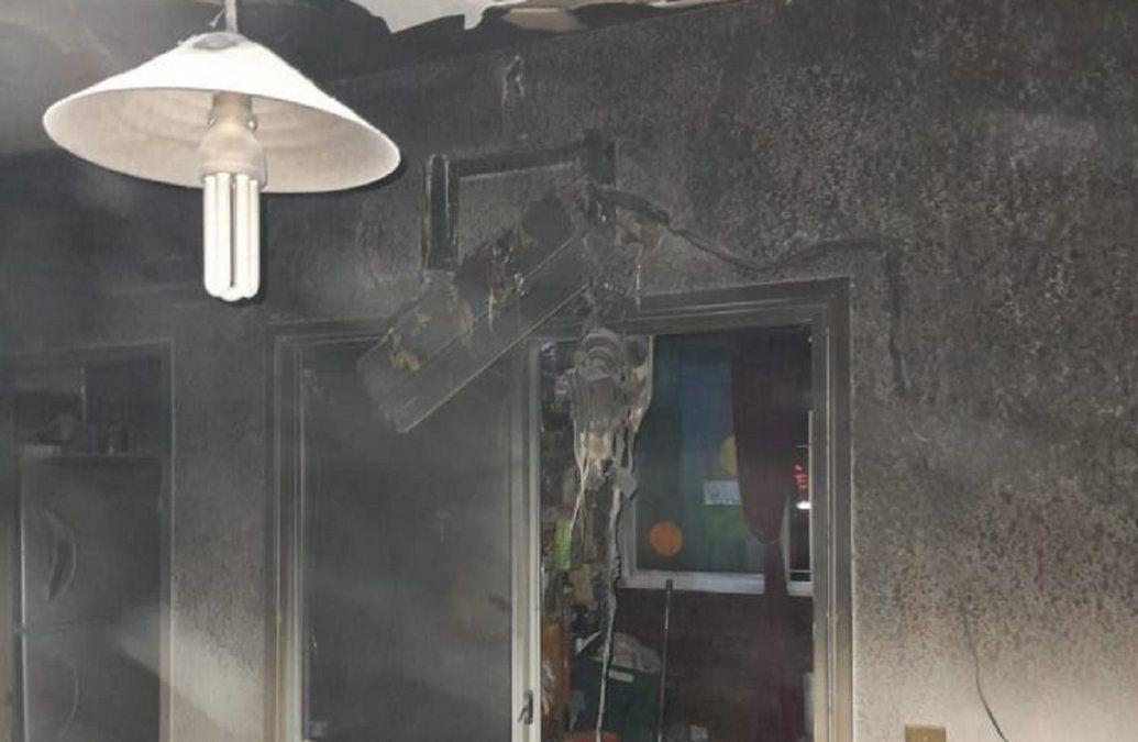 Incendio en Monte Grande: bomberos rescataron a un perro