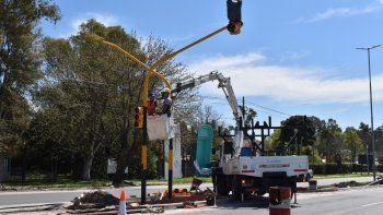 Canning: Instalan nuevos semáforos sobre la ruta 58