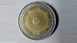 por un error ortografico, venden monedas de un peso hasta en $15.000 por unidad