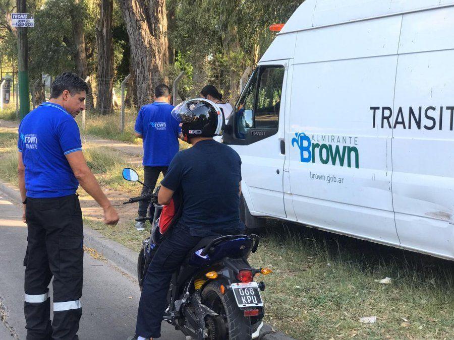 Prohibieron el traslado de acompañantes en motos en Brown