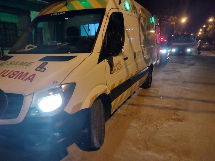 Después de los bomberos, al lugar acudió la ambulancia del SAME.