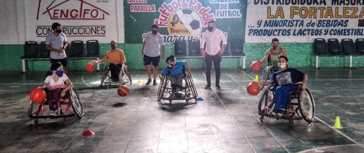 La práctica de básquet adaptado se lleva a cabo en el Club Cultural Guernica.