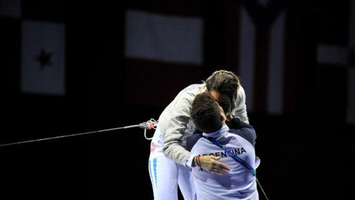 La esgrimista Belén Pérez Maurice y su entrenador Lucas Saucedo están de novios hace 18 años. Ahora, se viene el casamiento.