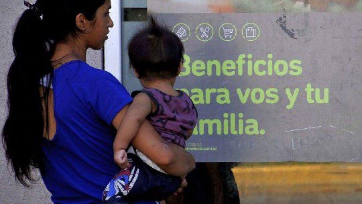 Beneficiarios de la AUH cobrarán un bono de 15 mil pesos, anunció Alberto Fernández