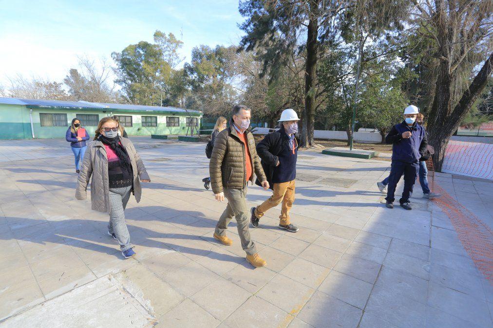 Fernando Gray recorrió una escuela en obra en 9 de Abril